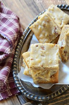 Butterbeer Brown Butter Blondies with Toasted Pecans Recipe {Inspired by Harry Potter} #baking