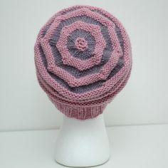 Rillelue barn/dame (oppskrift) | MAJAS HOBBYKROK Crochet Hats, Beanie, Pattern, Barn, Fashion, Knitting Hats, Moda, Converted Barn, Fashion Styles