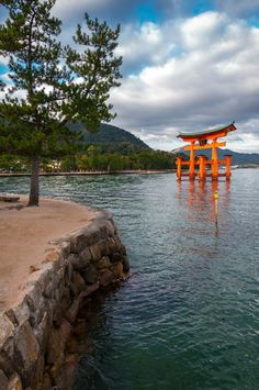 Miyajima by Laurent Need A Vacation, Dream Vacations, Places Around The World, Around The Worlds, Wonderful Places, Beautiful Places, Art Asiatique, Miyajima, Beyond The Sea