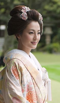 wedding hair for kimono新日本髪 | マリールイズ(Marie Louise) -トータルウエディングをサポートする歴史ある美容サロン -