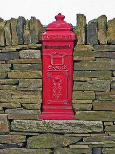 Post Box  Back Heights Road, Thornton, England