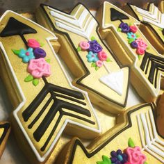 Golden shabby chic arrow cookies by Hayleycakes and cookies !