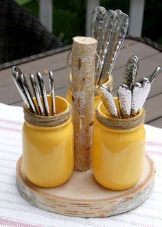 mason jar crafts Learn how to create a mason jar utensil holder for your next outdoor gathering. Pick up these simple supplies from your local craft store to get started. Mason Jar Projects, Mason Jar Crafts, Mason Jar Diy, Bottle Crafts, Diy Projects, Mason Jar Storage, Pot Mason, Rustic Mason Jars, Floating Shelves Diy