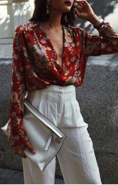 Uma das peças mais elegantes para o trabalho são as Camisas e as minhas preferidas são aquelas com tecido mais fluido, que contornam a silhueta e deixam a produção mais moderna! Entre elas, a Camisa Transpassada está em alta e é uma ótima opção para mulheres com seios grandes ou um pouco mais de barriga, …