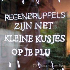 Een krijtstifttekening op je raam van Krijtstifttekening.nl https://mamameteenblog.nl/krijtstifttekening/