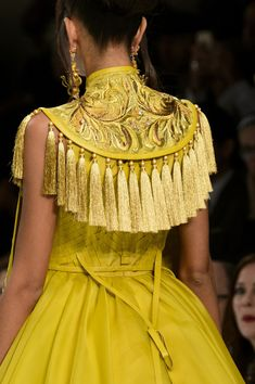 Hair color inspiration View all the detailed photos of the Guo Pei haute couture spring 2016 showing at Paris fashion week. Read the article to see the full gallery. Couture Details, Fashion Details, Look Fashion, High Fashion, Fashion Show, Fashion Design, Fashion Brand, Fashion Week, Paris Fashion