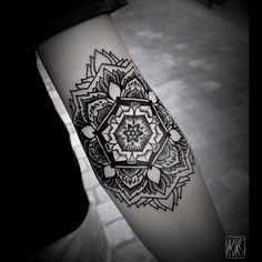 Noksi Tattooer at L'Homme Invisible - Bordeaux - France Start a new sleeve. Merci Romain ! #noksi #mandalatattoo #mandala #tattoo #dotwork #dotworktattoo #blackworkerssubmission #bordeaux #blxckink