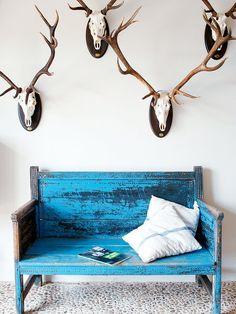 Una casa de campo espontánea: banco azul