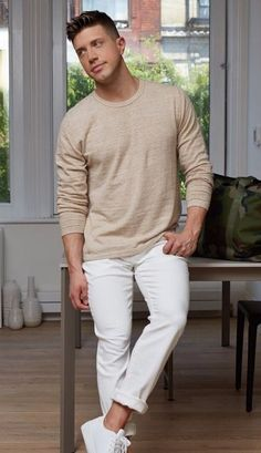 plain beige tshirt with white denims and white sneakers