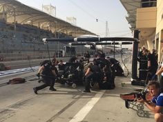 McLaren - F1 2015 - Pitstop practice for Fernando. The boys have switched to black t-shirts to match race conditions. #FP3  #BahrainGP