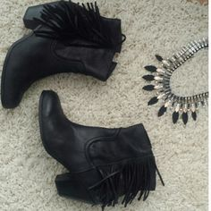 Sam Edelman Louie Leather Fringe Booties Worn a couple of times, gorgeous fall booties. Size 10. Sam Edelman Shoes Ankle Boots & Booties