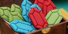Watch as Rosanna Pansino teaches us how to prepare a bunch of Legend of Zelda rupee sugar cookies. For those interested in baking your own, you can get the rupee cookie cutter via Etsy.com right he…