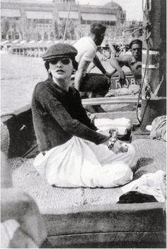evachen212:  Gabrielle Chanel in Venice: so modern, even today