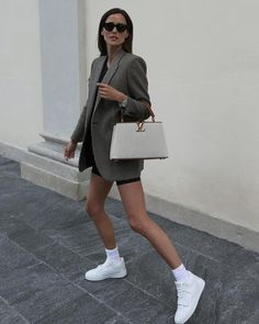 Vogue Fashion, Daily Fashion, Office Fashion, Her Style, What To Wear, Leather Skirt, Dress Up, Normcore, Louis Vuitton