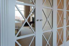 Mirrored door bedroom suite - door detail
