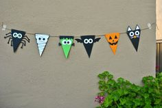 Items similar to Halloween Flag Banner on Etsy Halloween Kita, Halloween Eve, Halloween Crafts For Kids, Halloween Birthday, Holidays Halloween, Fall Crafts, Holiday Crafts, Adornos Halloween, Manualidades Halloween