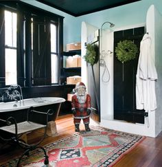 ok, forget theres a Santa in this picture, look at the 'barn' shower doors, dang!!