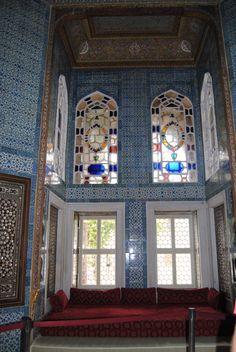 Harem room at Topkapi Palace Istanbul. Harem Room, Beautiful Buildings, Beautiful Homes, Coaster Furniture, Ottoman Empire, Moorish, Abandoned Buildings, Istanbul Turkey, Museum