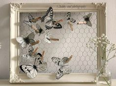 Shabby soul: Paper Butterfly - Tutorial and pattern--chicken wire framePaper butterflies (from Shabby soul) === wired frame, always ready for a change-upPaper Butterfly tutorial and pattern - could this be done with bird instead for table plan? Wire Crafts, Diy And Crafts, Clothespin Crafts, Diy Paper, Paper Crafts, Wooden Clothespins, Diy Casa, Wall Decor, Room Decor