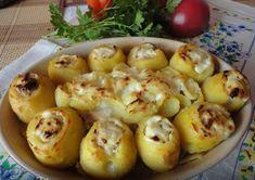 cartofi umpluti cu carne tocata Romanian Food, Cooking Recipes, Healthy Recipes, Cafe Food, Baked Potato, Potato Salad, Shrimp, Food And Drink, Potatoes