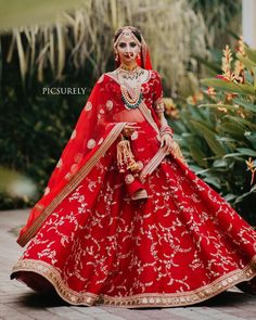 Dupatta draping enhances the entire Indian bridal look. Hence we have summed up some trending bridal dupatta draping style ideas for you.