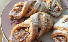 Elmalı kurabiyeler her daim en sevdiklerimden...Sayfamdaki elmalı kurabiye  tariflerinin çokluğundan da bu durum anlaşılıyordur:)  Ayrı...