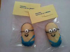 Valentine, You're One In A MINION! - Decorate Milano cookies to look like minions & type a simple bag topper. Holiday Treats, Holiday Parties, Holiday Fun, Holiday Gifts, My Funny Valentine, Valentine Day Crafts, Minion Valentine, Homemade Valentines, Valentine Cookies