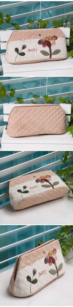 퀼트미 [해피 데이지 파우치(분홍색)] Quilted Bag, Patch Quilt, Small Bags, Beautiful Bags, Purses And Bags, Upcycle, Espadrilles, Applique, Patches