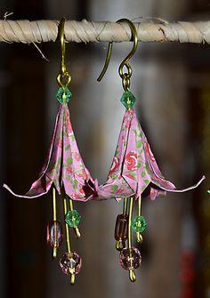 Boucles d'oreilles en origami,  fleurs roses et vertes