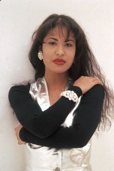 Selena Quintanilla-Pérez: April 1971 – March Known as Selena, she was an American singer-songwriter, fashion designer and entrepreneur. Received numerous awards for her Tejano performances over her too short musical career. ~Thank you, Selena~ Selena Quintanilla Perez, Divas, Musica Disco, Selena Pictures, Before Us, Queen, Celebs, Celebrities, Jennifer Lopez