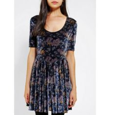Velvet Floral Urban Outfitters Dress Cute, soft, pretty, and in great condition! Let me know if there are any other questions :) Urban Outfitters Dresses