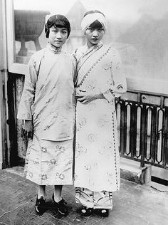 Anna May Wong and her sister Lulu in Berllin, 1928