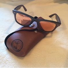 Original Wayfarer Cosmo Authentic and in good used condition. Comes with case, cleaning cloth and info. Cosmo collection Venus. RB2140 6109Z2 50-22 Ray-Ban Accessories
