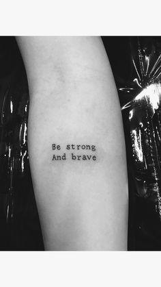 Tatuagem escrita em estilo máquina de escrever, traço fino e pequeno. Little Tattoos, Mini Tattoos, Small Tattoos, New Tattoos, Girl Inspiration, Tattoo Inspiration, Skin Drawing, Tatoos, Tatting