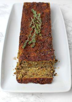 Der vegane Linsenbraten eignet sich sehr für festliche Anlässe, wie Weihnachten oder Thanksgiving. Mit Kartoffelpüree und veganer Bratensauce servieren.