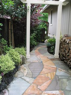 Love the mixed look of these two contrasting flagstone colors.  Reminds me of a river.