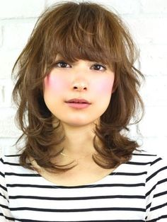 外国人風無造作ミディアム Thin Hair Haircuts, Hairstyles Haircuts, Cool Hairstyles, Medium Curly, Medium Hair Styles, Short Hair Styles, Short Hair With Layers, Long Hair Cuts, Asian Haircut