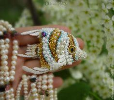Купить Рыба Бабочка в облаке черемухи рыбка вышитая брошь - рыбка брошь, вышитая брошь
