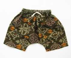 Fisherman Shorts in olive endek print