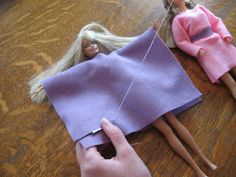 Crochet Toy Barbie Clothes Almost Unschoolers: Simple Felt Barbie Clothes Sewing Barbie Clothes, Barbie Sewing Patterns, Sewing Dolls, Doll Clothes Patterns, Doll Patterns, Diy Clothes, Clothes Hangers, Crochet Patterns, Accessoires Barbie
