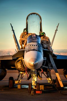 HORNET If sex was a plane this would be the second best lay to the Mustang, lol Fighter Pilot, Fighter Aircraft, Fighter Jets, Military Jets, Military Aircraft, Photo Avion, Drones, Jet Plane, Aircraft Carrier