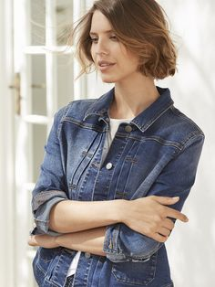 Our Delilah jacket has an authentic washed fade finish. It's cut in a classic boxy - but not too big - fit, has pockets at the hip and flattering pleats along the button fastenings. We've lined the cuffs in stripey fabric so you can wear them rolled.
