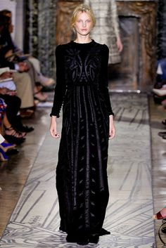 http://www.style.com/slideshows/fashion-shows/fall-2011-couture/valentino/collection/4