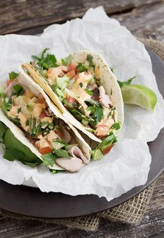 Asian Pork Tacos with Sriracha Mayo. Asian Pork Tacos with Sriracha Mayonnaise - quick easy and delicious! Can be made in the oven or on the BBQ. Pork Recipes, Asian Recipes, Mexican Food Recipes, Cooking Recipes, Ethnic Recipes, Sriracha Recipes, Chinese Bbq Pork, Asian Pork, Chinese Food
