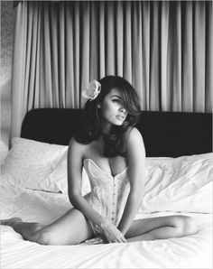 If I ever did a boudoir session myself, this is the style I would want for me, elegance, sophistication and beauty. The exact opposite of what the hubby would want I'm sure.