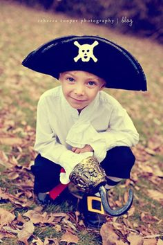 pirate costume tutorial- (OMG his face is precious)
