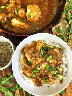 Smothered Cauliflower with Pepper & Onion Gravy (Darius Cooks) Cauliflower Recipes, Veggie Recipes, Whole Food Recipes, Vegetarian Recipes, Dinner Recipes, Cooking Recipes, Healthy Recipes, Vegan Meals, Vegan Soul Food Recipes