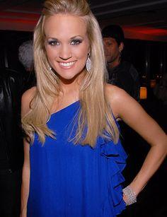 Carrie Underwood luv her hair n the blue dress