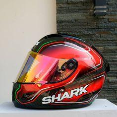 Red-Gold Iridium VZ100 Karting, Red Gold, Helmet, Hats, Fashion, Moda, Hockey Helmet, Hat, Fashion Styles