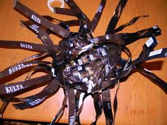 Vinopunottu kahvipussikori | Käsitöitä ja Puutarhanhoitoa Insects, Crafts, Bags, Craft, Handbags, Manualidades, Handmade Crafts, Arts And Crafts, Artesanato